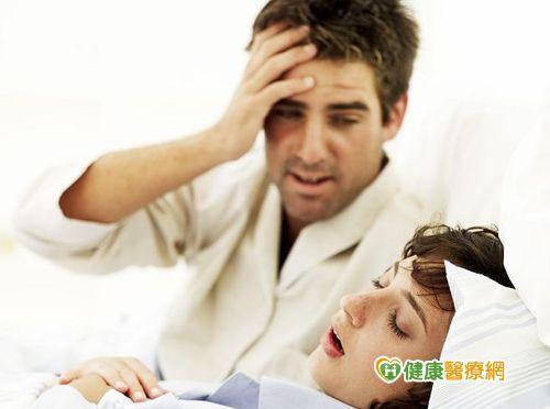 喉嚨乾到驚醒恐因睡眠呼吸中止症作怪...