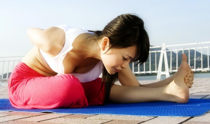 妳也能!OL辦公室簡易塑身瑜珈4部曲...