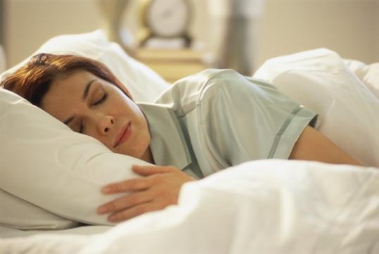 這種入睡方法讓你一夜老十歲,太恐怖了!...