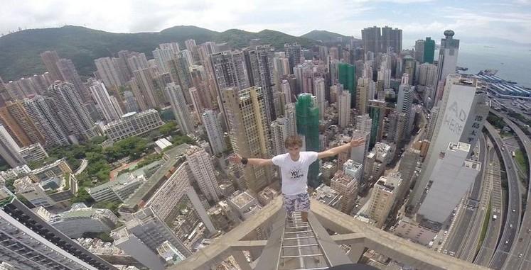 恐高慎入!德國17歲少年徒手攀百米摩天樓...