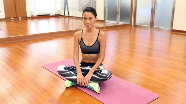 瘦腿美臀瑜珈伸展,下半身容易浮腫的人快學起來...