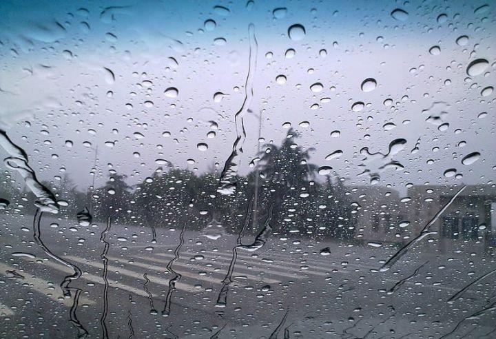 開車遇到大雨看不清楚時,教你一招馬上變清晰!...
