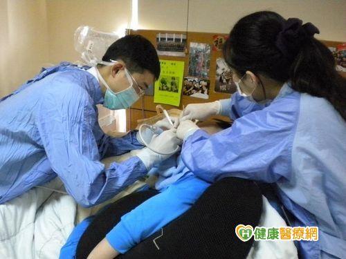 滿口牙結石到宅牙醫服務搶救一口爛牙...