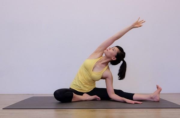 找回你的小蠻腰瑜珈側邊伸展操...