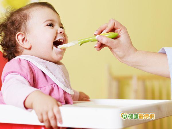 寶寶如何吃副食品?餵食物泥掌握五分鐘...