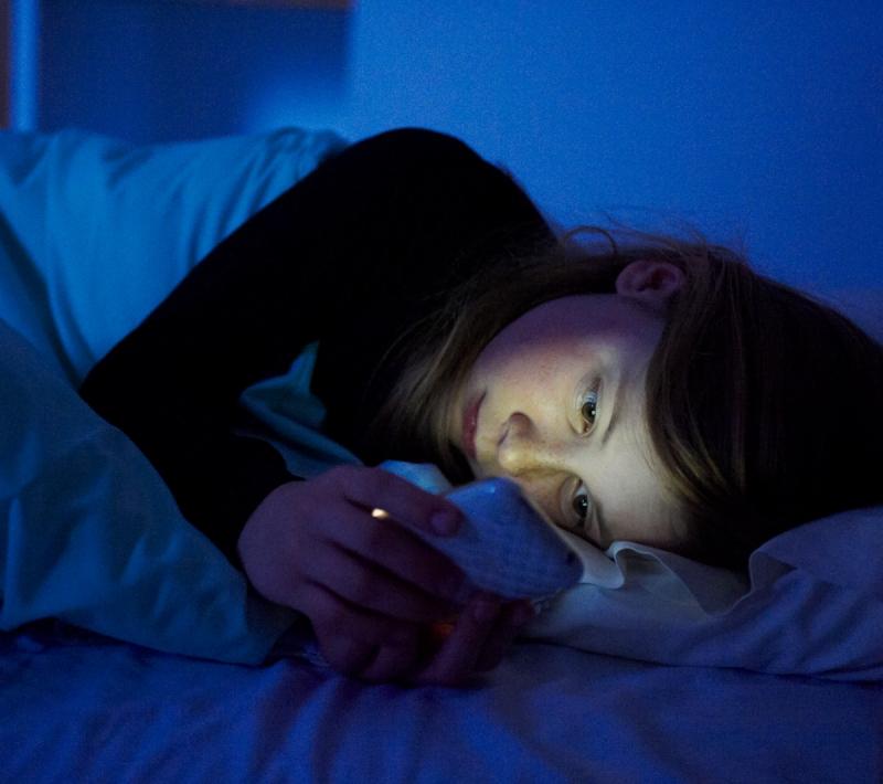 第一次睡前滑手機就上手!...