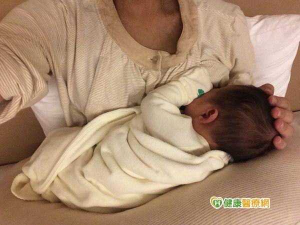 母乳營養百分百隨寶寶年紀自動調整成分...