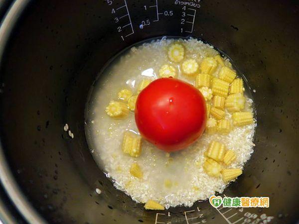 番茄煮了營養高整個番茄飯爆紅...