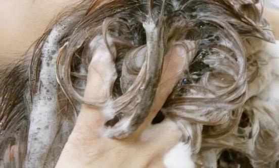 幾天洗一次頭髮最合適最健康呢?...
