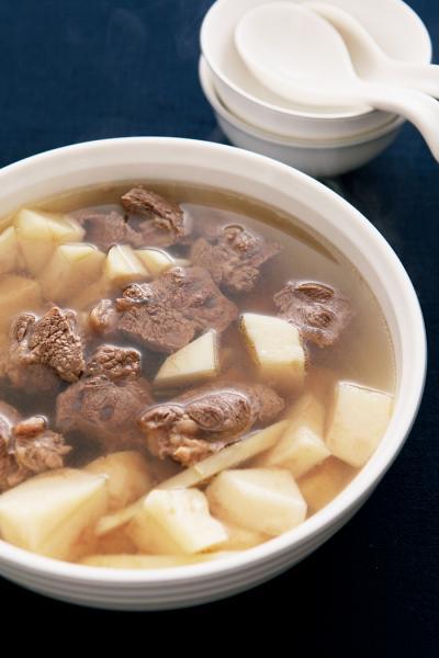 年終聚餐,先喝熱湯暖暖胃...
