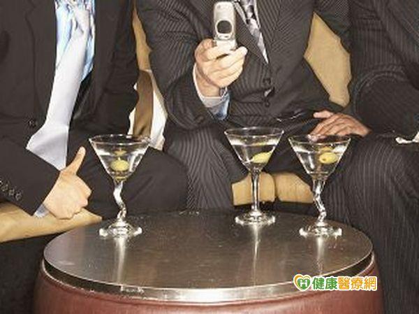 尾牙聚餐拚酒小心引起胃食道逆流...