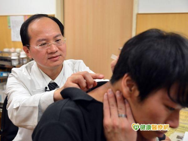 頸椎長罕見神經纖維瘤男大生險癱瘓...