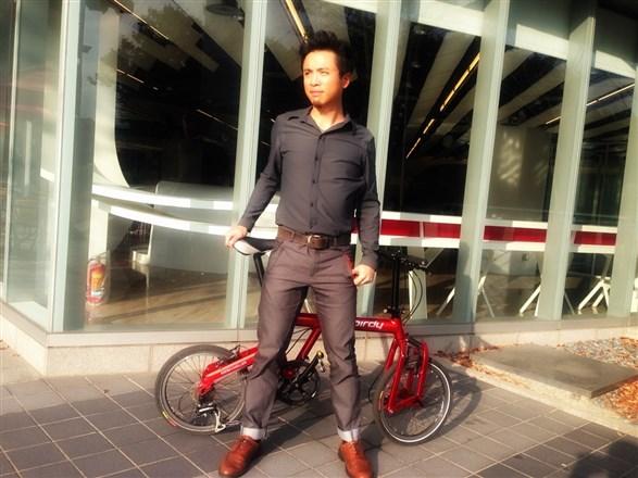 LýEIN移動演繹靚時尚解放自由的城市騎乘著衣...