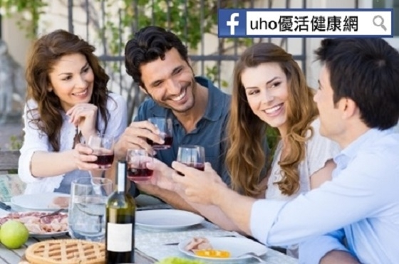 研究:青少年飲酒都是同儕害的?!___歲前,竟然較不喜歡喝酒...