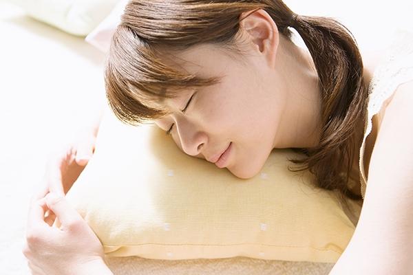 神!這樣睡,睡五分鐘等於六鐘頭!!我自己試了,真的差非常多耶...