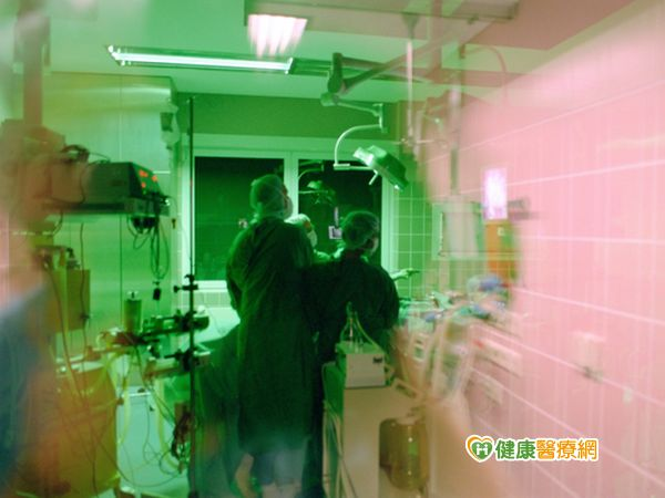 高齡患者顱內出血局部麻醉開腦救命...