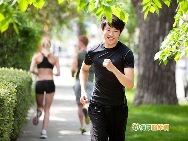 享受路跑快樂記得跑前先熱身...