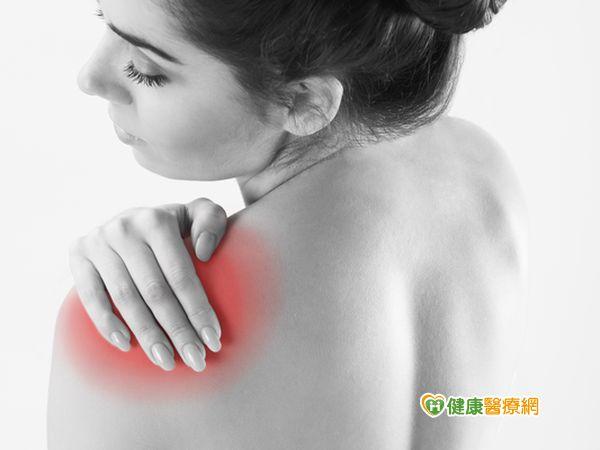 右肩無法上舉原來是肩膀旋轉肌破裂導致...