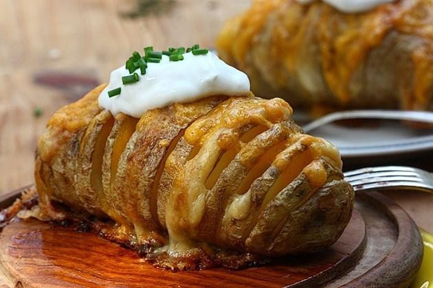簡單就很美味♡動手做瑞典美食『赫塞貝爾克奶油起司焗烤洋芋』♡...