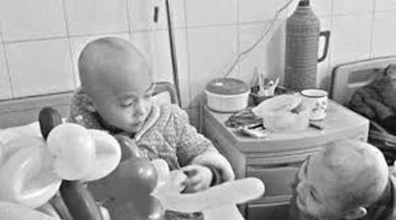 拜託別再讓孩子們吃這些食物了,這女孩才五歲阿!!卻已肝癌末期...
