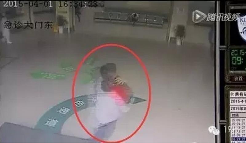 女童被鎖車內窒息...