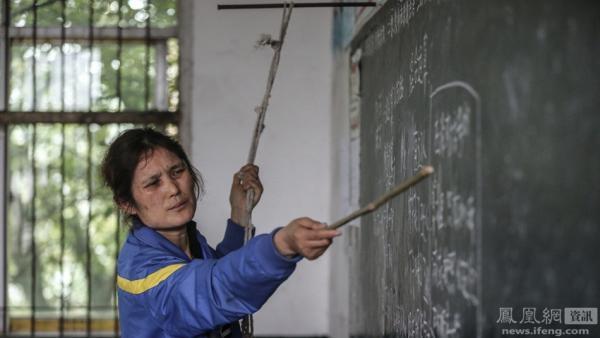 感人!女教師病重,仍拉繩硬撐教課,只因當父親跟她說過…...