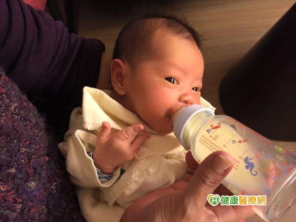 母乳哺育讓寶寶從小健康...