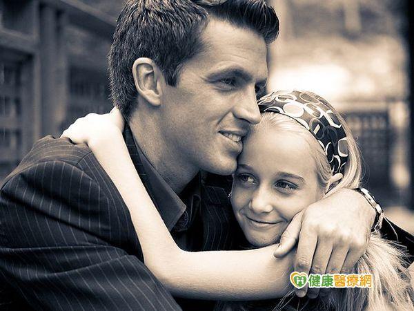 家有問題青少年社工幫助找回親子關係...