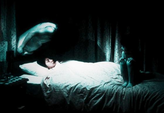 常聽人說睡覺時,會聽到很多如彈玻珠掉的聲音!其實在家聽到這些...