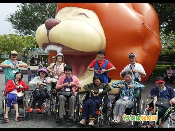 幫助小腦萎縮症患者圓夢開心遊玩主題樂園...