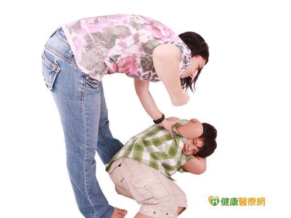 用愛包圍受虐兒讓孩子遠離不當對待...