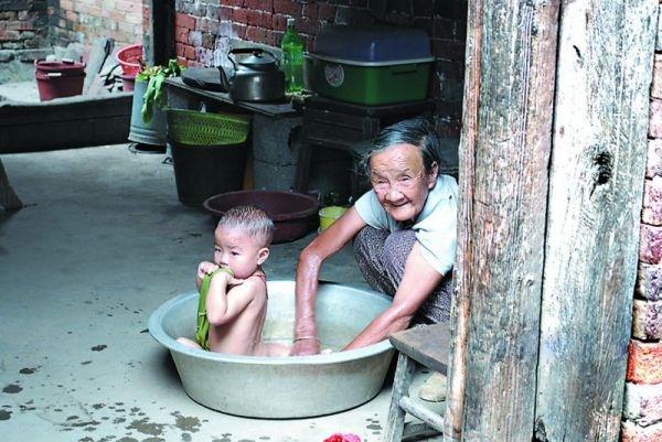 八個月大嬰兒沒了命,只因奶奶這樣幫他洗澡…才2分鐘呀…...