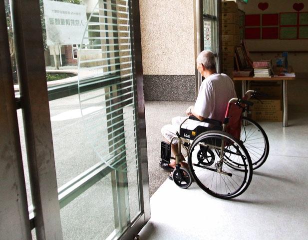 逃離醫院後,我又做了長照界逃兵.....一位護理師的真實告白...