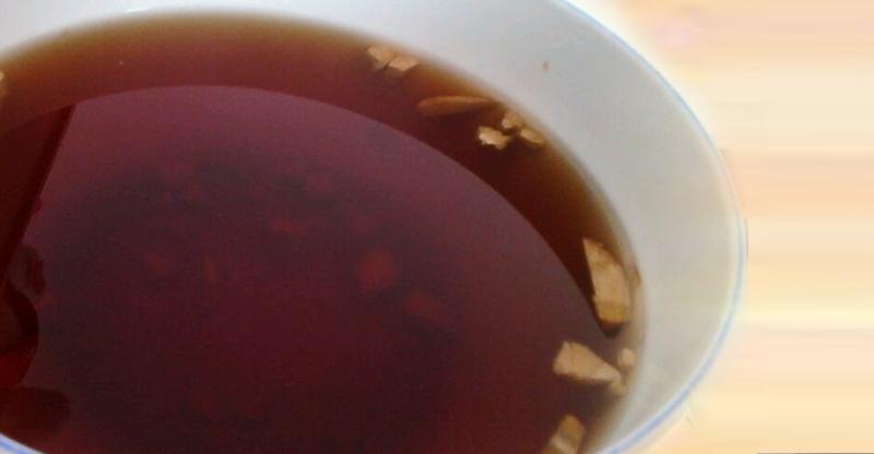 不要小看這一碗黑黑的茶,它可以讓你減緩頭痛、去腳臭,連腰酸背...