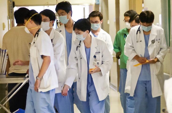 「第一賣冰,第二告醫師」每天1.5名醫師等著被告,醫病關係已...