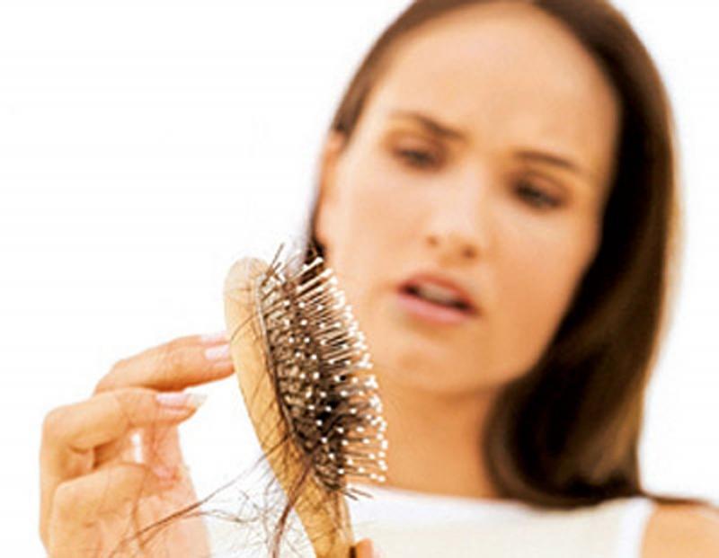 她每次洗頭總是掉大把頭髮,沒想到檢查後居然是得這種病!!注意...