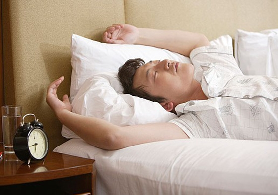 男人這樣睡太危險了!!不止影響性能力、睾丸壞死,還會毀掉下一...