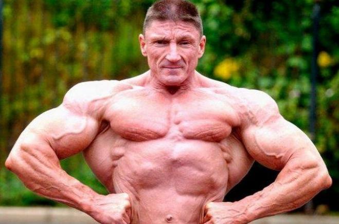 這名60歲男子為了保持住健美的肌肉,竟然每週注射40次『這種...