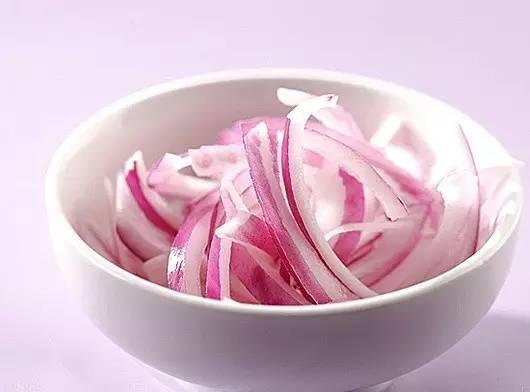 日本超簡單「洋蔥冰」減肥法收緊水腫身材,輕鬆幫你排出體內囤積...
