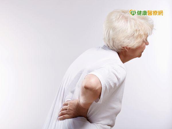 長期腰痛治不好就醫才知罹乳癌...