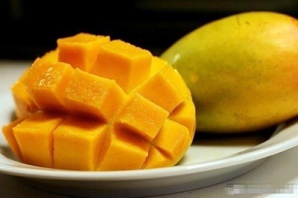 夏天吃芒果好處多多,但有禁忌,這樣吃絕對不行!!...