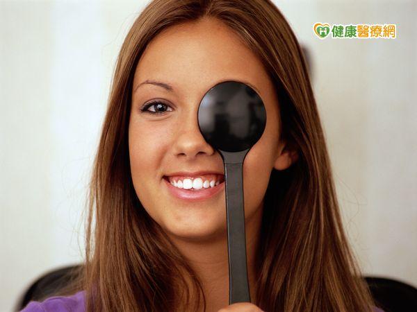 眼部也會長皺紋病變嚴重者可能失明...