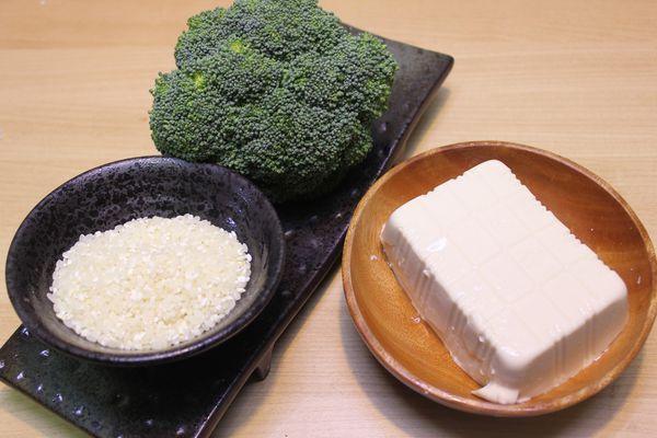 捲起衣袖來下廚教你DIY副食品-花椰豆腐粥...