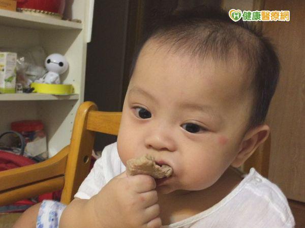 寶寶用嘴巴探索世界病毒腸胃炎來敲門...