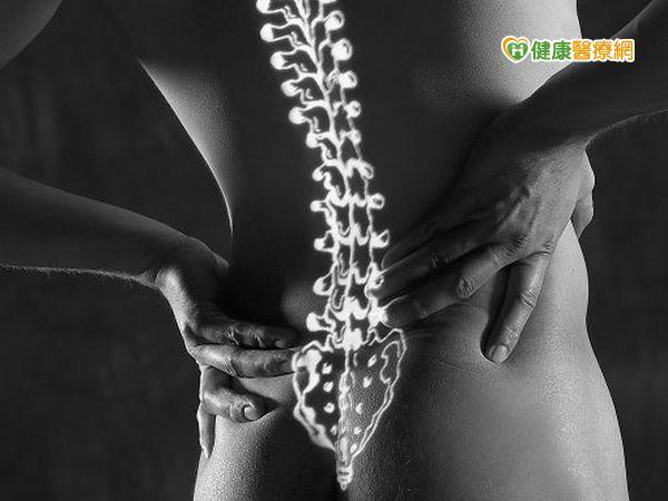 男子下背痛復發微創手術改善...