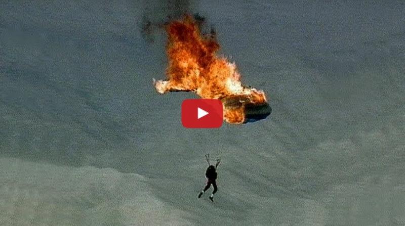 他在跳傘過程中竟然不小心用信號槍將降落傘點燃,接下來的畫面嚇...