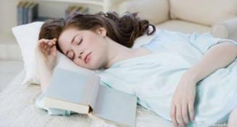 注意!這些東西千萬不要放在枕邊,長期下來不僅會影響健康,還會...