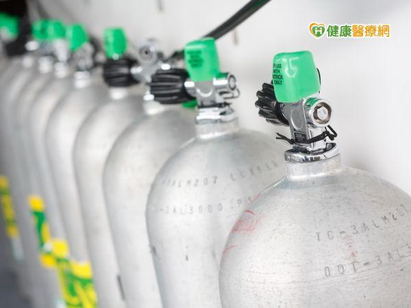 仰賴氧氣機患者可多備氧氣筒以防萬一...