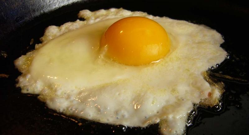 煎蛋若弄成這副德性時,吃下去真的很恐怖...!吃蛋10種吃法...