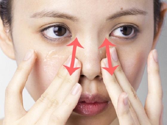 超簡單!2個步驟讓「糰子鼻」變小變堅挺....這樣按摩絕對可...